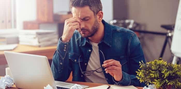 Stressed man at work / Shutterstock