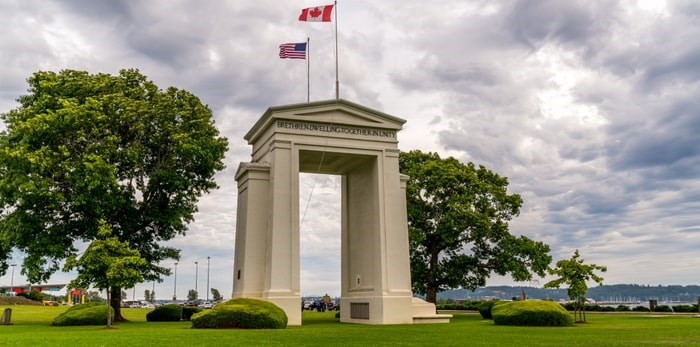 Peace Arch border crossing/Shutterstock