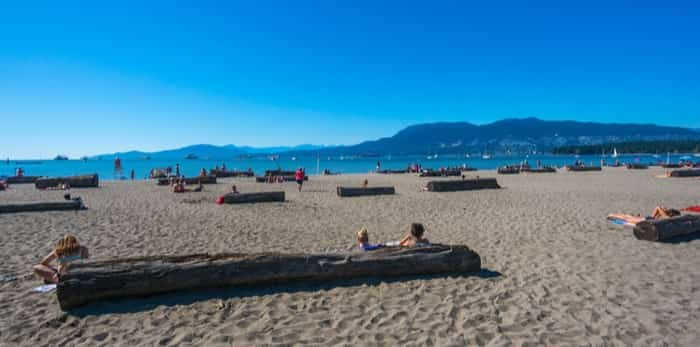 VANCOUVER, BC/CANADA - JULY 30: People enjoying the day at the Kitsilano beach in Vancouver, Canada on July 30, 2015. Kitsilano Beach is one of the most popular beaches in Vancouver. / Shutterstock