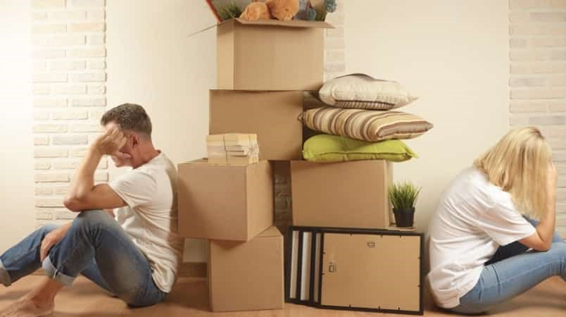 Photo: Renters frustrated during a move / Shutterstock