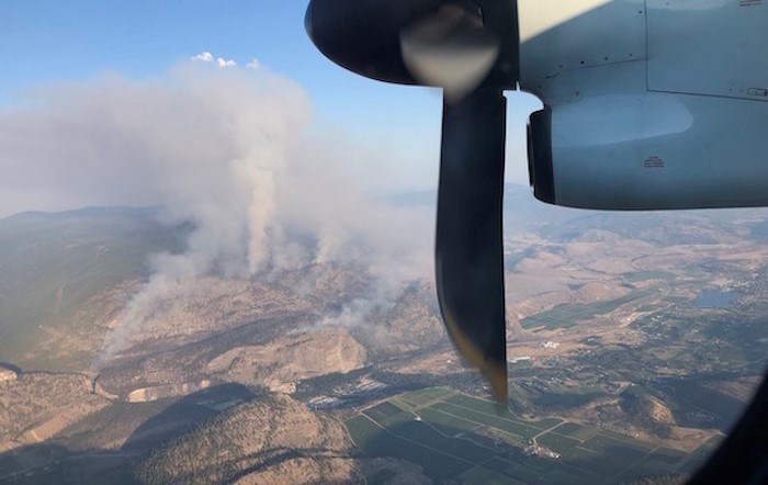 Eagle Bluff fire seen from flight into Penticton Airport Tuesday evening. Photo by Chelsea Powrie/Castanet