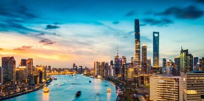 Photo: Shanghai at night / Shutterstock