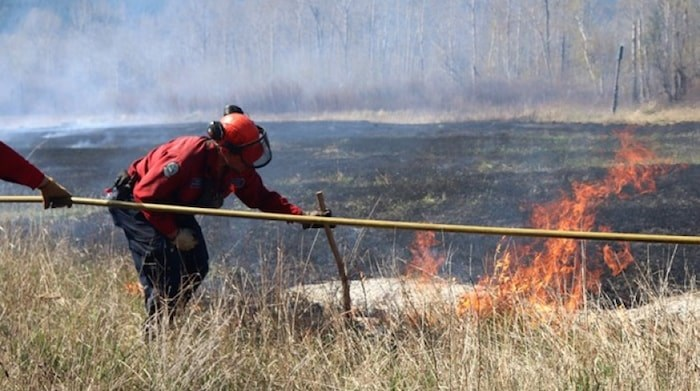 Crews do a controlled burn in the Chu Chua area in 2018. Photo Eric Thompson/Kamloops Matters