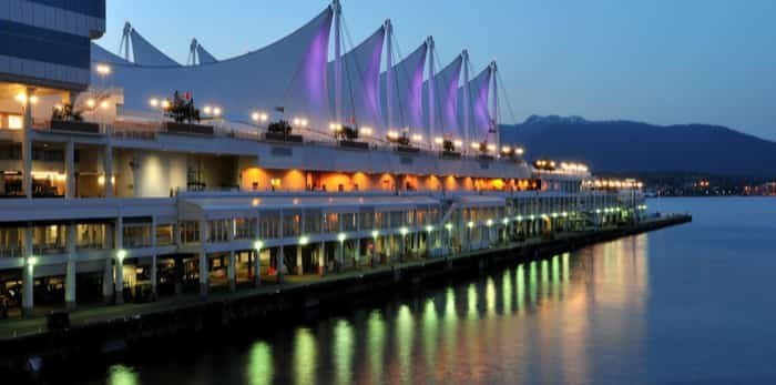 Photo: Canada Place at night / Shutterstock