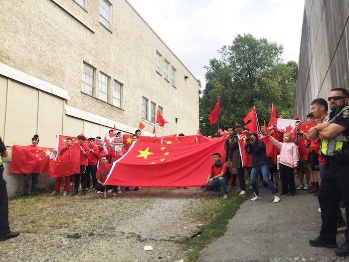 Pro-China supporters rally in Vancouver on Sat. Aug. 17, 2019. Photo by Nono Shen/Richmond News