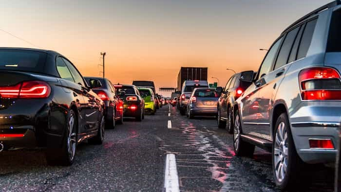Photo: Vancouver, British Columbia - Canada. Traffic jam on a busy highway at rush hour. Cars in line, bumper to bumper, stuck in traffic at dusk on a clear sky night. / Shutterstock