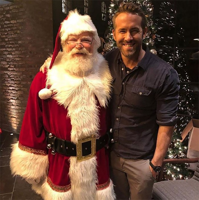 Santa meets the king. Photo @vancityreynolds