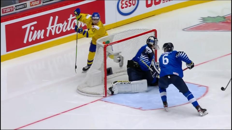 Nils Hoglander scores lacrosse-style goal at 2020 World Juniors