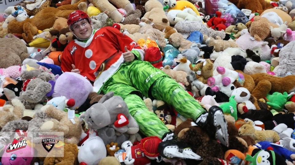 michal-kvasnica-giants-teddy-bear-toss