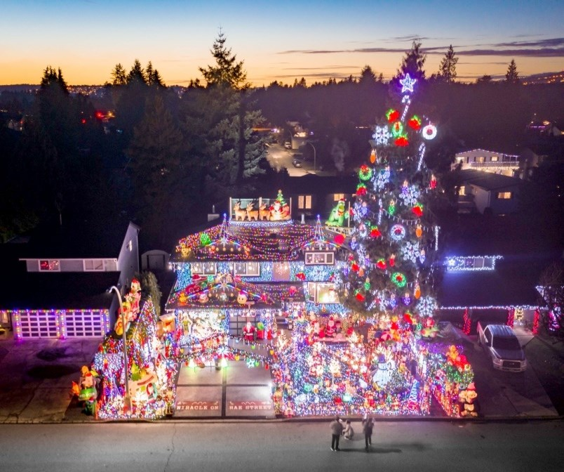 a-christmas-light-display-on-miracle-on-rae-street-port-coquitlam-features-about-200-000-lights-sy