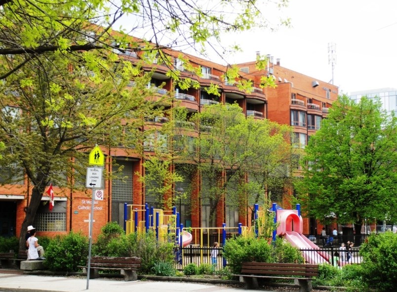at-toronto-s-st-lawrence-community-planners-ensured-a-new-school-would-be-built-by-locating-housin