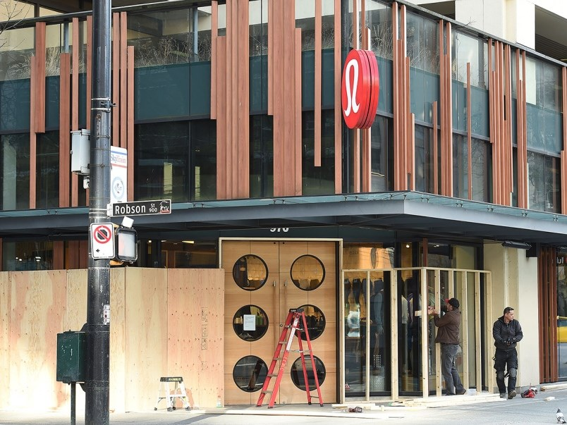 A Courier reporter watched as the Lululemon store on Robson was boarded up Tuesday. Photo Dan Toulgoet