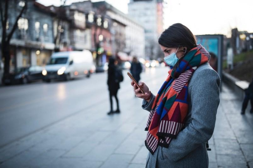 woman-wears-mask-in-public