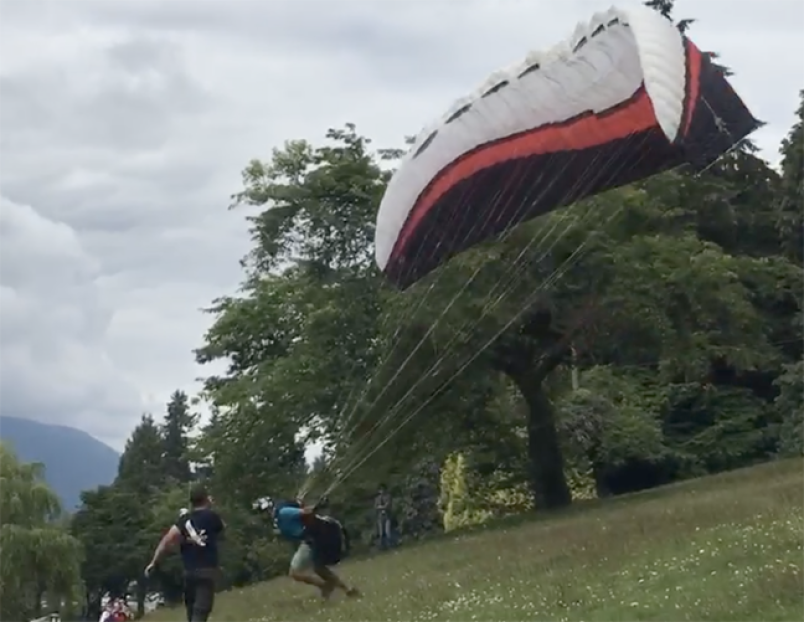 paraglider-burnaaby-mountain