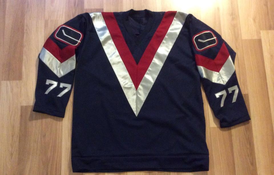 Custom-designed Flying-V Canucks jersey. photo: Wafflebored