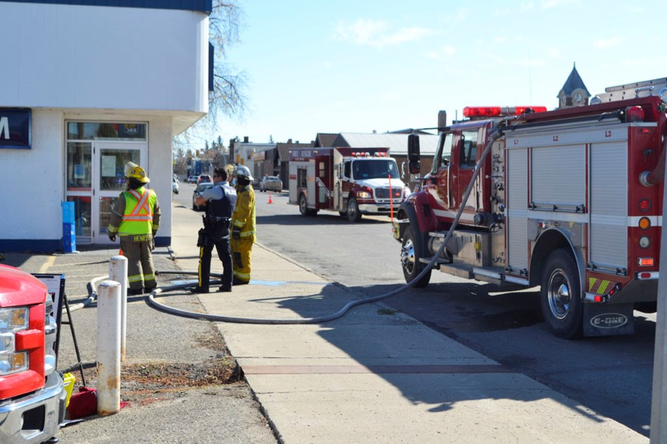 A portion of Seventh Avenue was cordoned off Monday afternoon as Wallace District Fire Department Station #1 firefighters attended to a call at the RBC Royal Bank downtown. Staff detected smoke in the building, evacuated it and called in the alarm. Fire Chief Brad Yochim reported that there was no fire, and at the time, his crew could not find the source of the smoke.