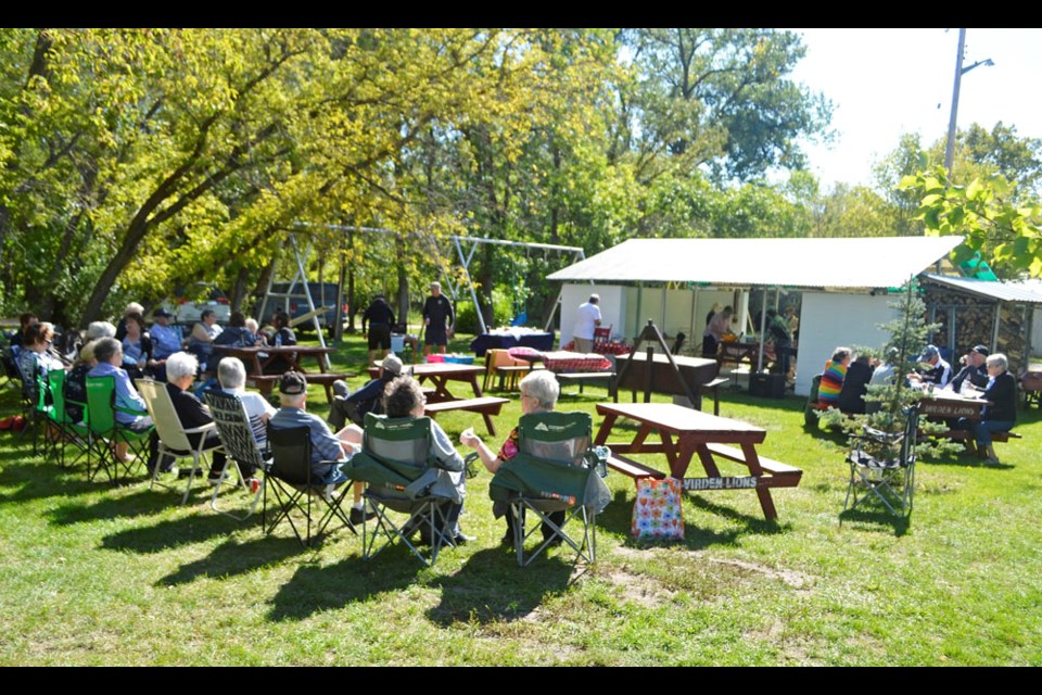 Shirley Kernaghan (l) and Darlynne Smith, both of Brandon, provided musical entertainment at the Southwest Assiniboine Chapter of Retired Teachers Association of Manitoba fall barbecue in the Virden Lions Park on Sept. 7.