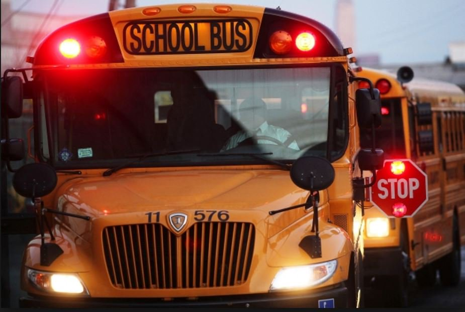 Tractor-trailer blows past stopped school bus in North Bay