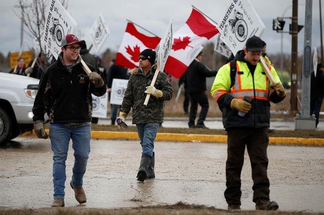Federal Liberal government urged to intervene to end CN Rail strike